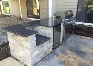 Outdoor patio and counter with barbeque grill in Des Moines