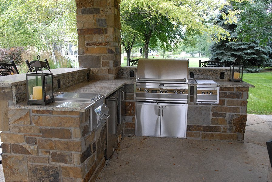 Outdoor Kitchen with Bargeque Grill