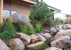 Simplistic Outdoor Boulder Landscape Design with Mulch and water